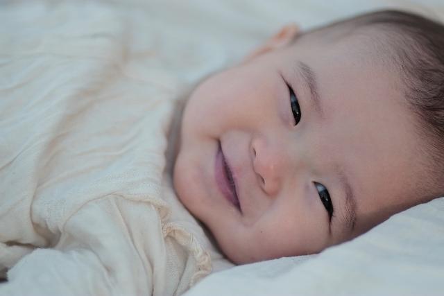 赤ちゃん 顔遊び