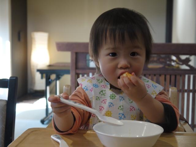 子ども 手づかみ 食事