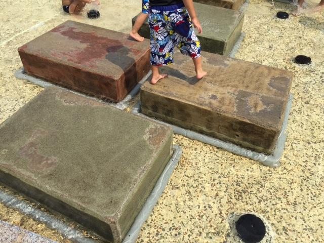 西猪名公園ウォーターランド 石遊び